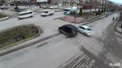Kontrolden çıkan otomobil yaşlı kadını böyle biçti...Kazalar kamerada