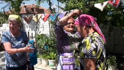Turistleri evlerinde ağırlayıp para kazanıyor, köylerini tanıtıyorlar