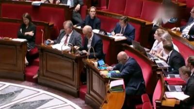 """- Fransız Milletvekiline Uyarı: """"gömleğinizi Pantolonunuzun İçine Sokun"""""""