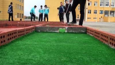 Öğrencilerin dikkat becerisi için mini golf sahası