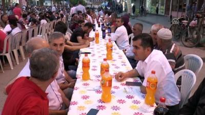 Kalkınma Bakanı Elvan, vatandaşlarla iftar yaptı - MERSİN