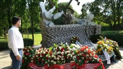 - Solingen Katliamının 25. Yılını Anma Etkinliklerinde Polis Şiddeti