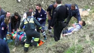 300 metreden dere yatağına uçan araçta 4 kişi yaralandı
