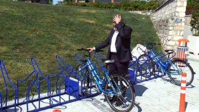 Belediye Başkanı makam aracını bırakıp, bisiklete bindi
