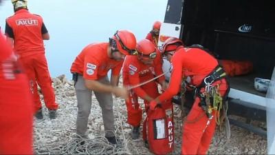 Ekipler Rus yamaç paraşütü pilotu için seferber oldu