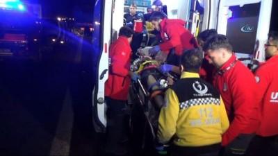 Kaza yapan otomobile çarpmamak isterken önündeki tıra çarptı: 3 yaralı