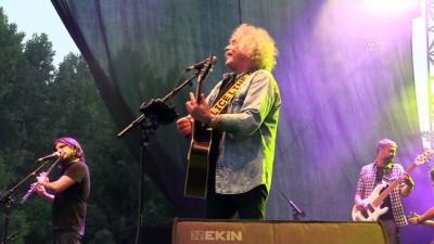 'Yeni Türkü' ve 'Duman' Edirne'de konser verdi
