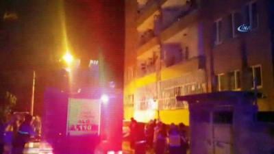 Bina girişindeki yangın paniğe neden oldu... 9 kişi dumandan etkilendi