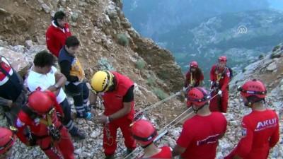 Kayalık alana iniş yapan Rus uyruklu yamaç paraşütü pilotu kurtarıldı - MUĞLA