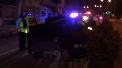 Kontrolden çıkan otomobil orta refüje çıktı: 2 yaralı