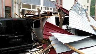 Artvin'de şiddetli fırtınada 11 araç zarar gördü
