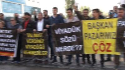 CHP önünde pazarcı eylemi