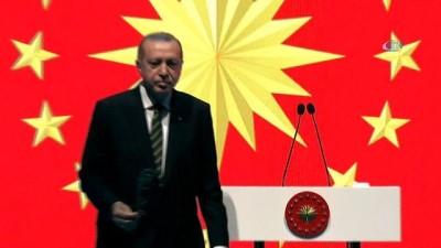 Cumhurbaşkanı Erdoğan'dan eşi Emine Erdoğan'a zeytin dalı jesti