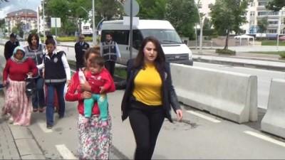 dolandiricilik -  Kadın dolandırıcılık şüphelileri adliyeye çocuklarıyla sevk edildi