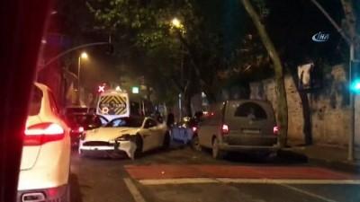 Beşiktaş'ta alkollü sürücü lüks aracıyla 2 araca çarpıp kaçtı