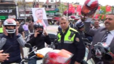 - Konya'da motosiklet sürücülerine kask dağıtıldı