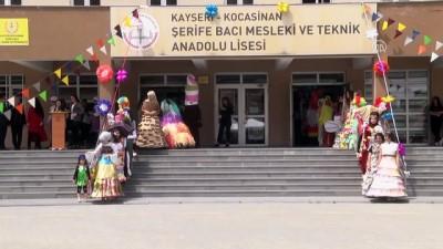 Patlamış balon, muffin kalıbından elbise defilesi - KAYSERİ