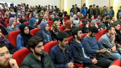 Diyanet İşleri Başkanı Erbaş:'Müslümanlar arasında mezhep savaşları çıkartmaya çalışıyorlar'