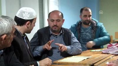 İşitme engelliler işaret diliyle Kur'an-ı Kerim öğreniyor - TRABZON