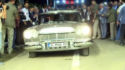 Başbakan Yıldırım, Sabuncubeli Tüneli'nde klasik otomobil kullandı (2) - İZMİR