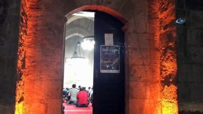 - Bitlis'te Kadir Gecesinde vatandaşlar camilere akın etti