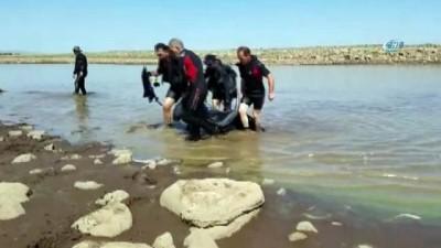 Serinlemek için baraj gölüne giren iki çocuk boğularak can verdi