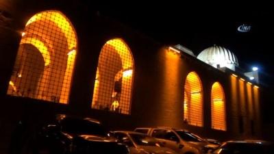 Tarihi Camiler Kadir gecesinde doldu taştı