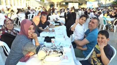 maneviyat -  Fatih Camii avlusundaki iftar havadan görüntülendi