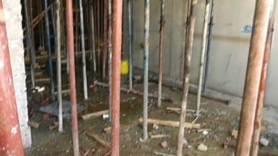 Öğretmenevi inşaatında beton kalıpları çöktü