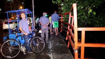 kanald - Adana'da otomobil sulama kanalına düştü