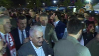 Başbakan Yıldırım Samsun'da fırına pide sürdü