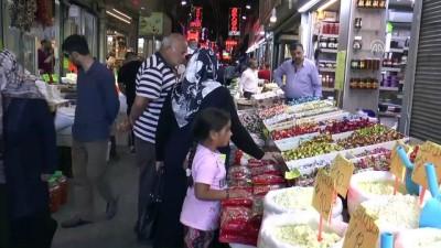 Kayseri'de tarihi çarşıda bayram hareketliliği