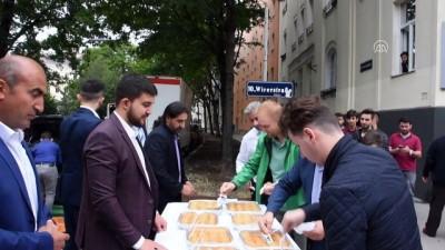 Avusturya'da ibadete açılan camide bayram namazı - VİYANA