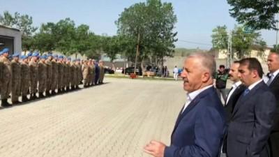 Bakan Arslan'dan asker ailesine bayram sürprizi