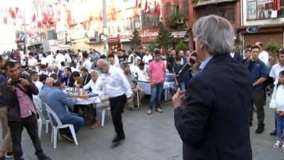 Beyoğlulu vatandaşlar, Bayram namazı sonrası kahvaltıda buluştu