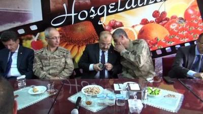 """Bitlis Valisi İsmail Ustaoğlu: """"1000'in üzerinde askerimiz şuanda arazide arama tarama icra ediyorlar"""""""