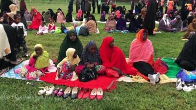 Kenya'da Müslümanlar bayram namazını futbol sahasında kıldı - NAİROBİ