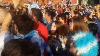 Arjantinli taraftarlar Moskova'yı salladı