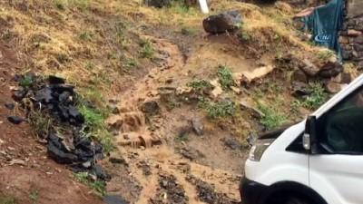 Beytüşşebap ve Uludere'de yağış hayatı felç etti