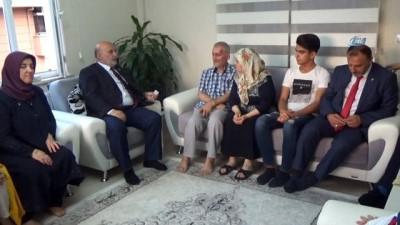 ucak gemisi -  Milletvekili adayı Yelis, Kıbrıs gazisini evinde ziyaret etti