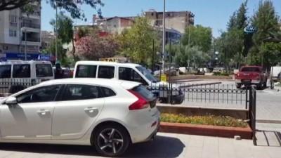 Polise yakalanmamak için hırsızlık yaptıkları aracın plakasını keçeli kalemle değiştirdiler