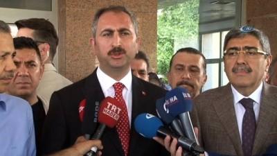 Adalet Bakanı Gül'den hastane yangınında yaralanan hastalara ziyaret