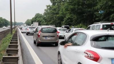 trafik yogunlugu -  TEM'de bayram dönüşü trafiği devam ediyor