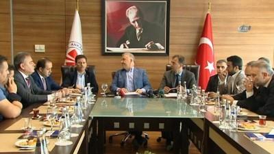 Ulaştırma Bakanı Arslan, gazetecilerle bir araya geldi