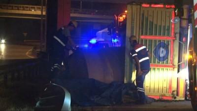 trafik yogunlugu -  Basın Ekspres Yolu'nda rulo kağıt yüklü TIR devrildi: 2 yaralı