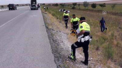 Otomobil şarampole devrildi: 2 ölü, 3 yaralı - KONYA