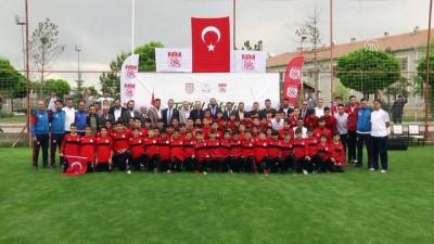 Sivas'ta 'Futbol Okulu Projesi' başladı