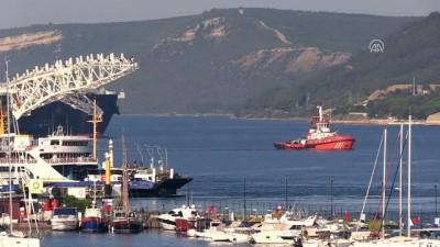 Dünyanın en büyük inşaat gemisi Çanakkale Boğazı'ndan geçti - ÇANAKKALE