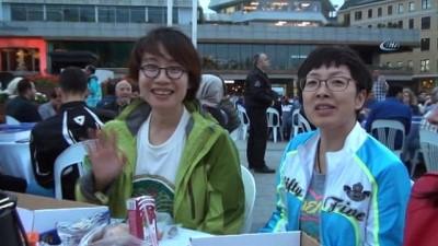 Japon turistler iftar sofrasına misafir oldu