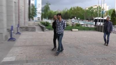 Silahlı kavga zanlısı adliye girişinde kameralara öpücük gönderdi